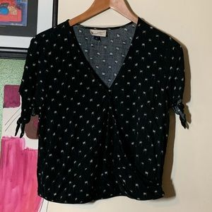 Super cute navy top by Universal Thread
